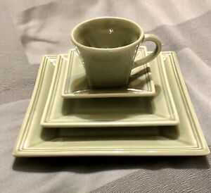 Williams Sonoma Rare 16 piece Hudson Green Dinner Setting for 4