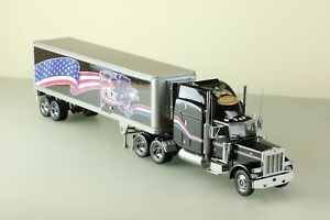 Franklin Mint model of a Peterbilt model 379, with trailer 1:32 scale