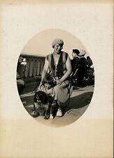 Femme Enfant Chien c. 1920-30 - Front de Mer - aa904