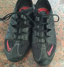 BLACK NIKE ZOOM AIR TRAINERS WITH RED NIKE LOGO IN SIZE 5/GOOD CONDITION