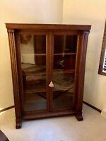 Handsome Turn of the Century Quarter Sawn Oak Veneer Display Case Bookcase