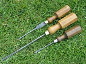 3 VINTAGE ENGLISH WOODEN HANDLE CABINET MAKERS SCREWDRIVERS.