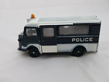 Car de police secours, dinky toys 566. Original made in France by Meccano. 1:43.
