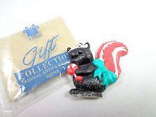 Avon Christmas collection animal antics refrigerator magnet skunk NWB