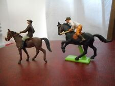 DUO CAVALIERS BRITAINS RIDING SCHOOL (LOT 9).