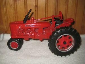 McCormick FARMALL H Farm Tractor 1/16 Scale Diecast Model 44102