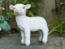 18 cm petit debout Sally moutons Maison Jardin Résine Ornement Lottie l'agneau ferme