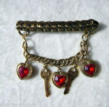 BROCHE STRASS PENDENTIFS COEURS CLEFS CHAINE BARRETTE VIEIL OR ROUGE PASSION