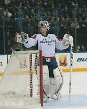 BRADEN HOLTBY Unsigned 8x10 Photo WASHINGTON CAPITALS
