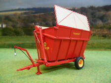 UNIVERSAL HOBBIES TAARUP TIPVOGN T3 SIDE TIPPING SILAGE TRAILER 1/32 4964
