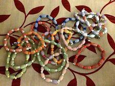 16 pulseras de plástico decorativas con cuentas