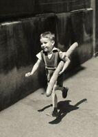 """Photographie, """"Le petit parisien"""", Paris,1954  / Hommage à Willy Ronis  /  15x20"""