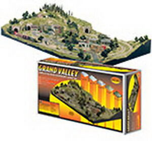 Woodland Scenics ST1483 HO Grand Valley Layout Kit