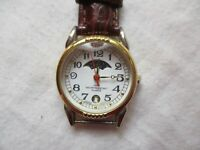 Wristwatch Brown Buckle Band Gold Tone Day Night Dial Date Indicator WR 100FT