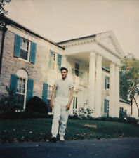 Elvis Presley outside Graceland Candid 10x8 Photo