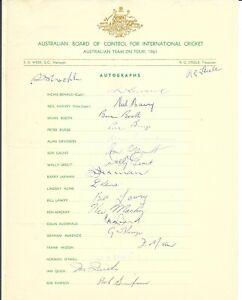 1961 AUSTRALIAN CRICKET TOUR TEAM SHEET ~ 19 HAND SIGNED AUTOGRAPHS