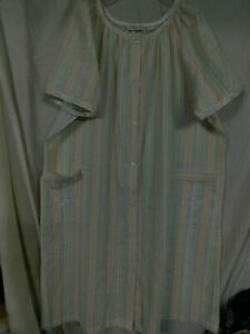 JASMINE ROSE WOMAN'S MULTI COLORED SNAP UP ROBE/SIZE 2X/PRE-OWNED