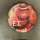 #D137. ET EXTRATERRESTRIAL MOVIE TIN BADGE - ET WITH HAT