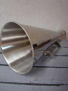 Mégaphone porte voix rétro en laiton finition chromé manif, bateau, fete, foot