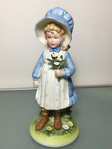 Vintage HOLLY HOBBIE Figurine Porcelain Bisque Little Girl w Flowers Collection