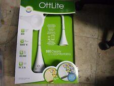 New !  Ottlite LED Flexible Neck Lamp with USB Port Desk Lamp Natural Daylight