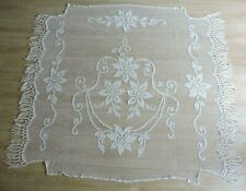 ancien dessus de lit dentelle au filet brodé textile ancien linge de maison déco