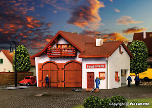 Vollmer N 47785 - Fire Station 112, Two Stall Kit New