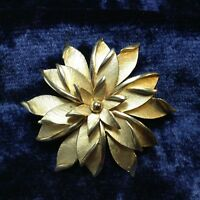 Vintage Crown Trifari Brooch Starburst Floral Textured Gold Plate Trifarium Pin