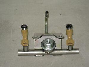Set of Subaru 2.5L SOHC 2 Fuel Injectors & Rail Injection Pressure Regulator OEM