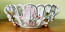 Coupe à fruits ajourée en faïence polychrome, décor de fleurs. Fin XIXe.