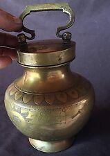 Ancien ( XIXe ) pot à eau du Gange Inde en bronze ciselé, Inscriptions à définir