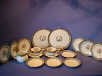 ROYAL WORCESTER OLD WORCESTER PARROT PATTERN, 17 PIECES, CIRCA 1935