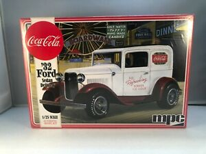 MPC Coca-Cola '32 Ford Sedan Delivery TRUCK 1:25 Scale Model Kit 902 NEW SEALED