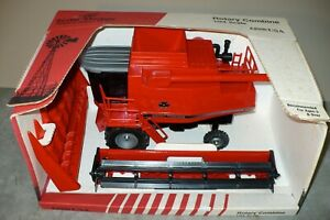 1/24 8780 MASSEY FERGUSON Toy Combine with both Heads NIB Scale Models
