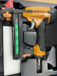 Bostitch EHF1838K 18-Gauge Pneumatic Flooring Stapler with Tool Case USED