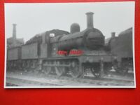 PHOTO  LMS JOHNSON CLASS 2F 0-6-0 LOCO NO 58207 AT DERBY 9/55