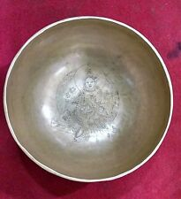 Gehämmerte sonore coque verte TARA (Main Carved Singing Bowl)