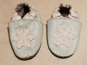 Robeez Girls Soft Leather Shoes Slippers 6 12 6-12 M Month Blue White Snowflakes