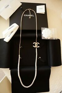 100% Auth. 2021 Chanel Faux Pearl Long Light Gold Tone Chain CC Necklace NIB