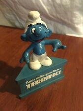Smurfs Pointing Happy Terrific Smurf A Gram Rare Vintage Display Figure on Stand