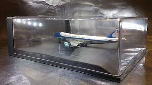 * 511209 Help keep the dust off with a Herpa Display Case for Planes 1:500 Scale