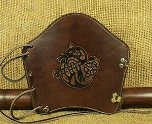 Armschutz Bogensport Leder braun Fabeltiere punziert Bogenstulpe traditionell
