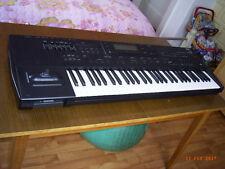 Keyboard Korg i3