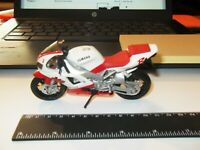 MAISTO  YAMAHA YZF R1  Motorcycle Scale 1/18 EXCELLENT LOOSE