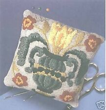 Vase pin coussin broderie Kit-DMC