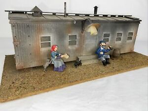 G SCALE TRAIN BUILDING. BOXCAR SHACK,RUSTIC HOUSE SHANTY WITH FIGURES