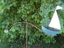 Windspiel Segelboot blau weiß mit Glaskugel, aus Metall Gartendeko Schiff Boot