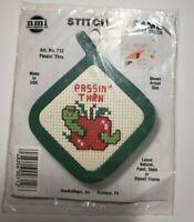 NeedleMagic Inc.Counted Cross Stitch Kit Stitch 'N Frame PASSIN' THRU #712