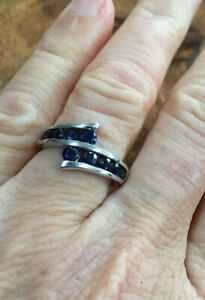 Vintage 1980s, Solid Sterling Silver & Natural Blue Sapphire Dress Ring.