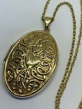9CT YELLOW GOLD OVAL PATTERNED HEARTS/ CELTIC LOCKET FOR PHOTOS PENDANT ON CHAIN